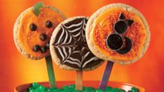 Halloween Party Pops by Tablespoon Halloween Cookie Recipes, Halloween Appetizers, Halloween Cookies, Halloween Treats, Halloween Ball, Halloween Party Games, Halloween Drinks, Cupcake Cookies, Sugar Cookies