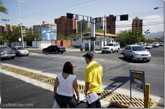 Alcaldía de Lechería arrancó el primer plan de asfaltado - http://www.leanoticias.com/2014/01/23/alcaldia-de-lecheria-arranco-el-primer-plan-de-asfaltado/