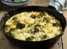 Baked Persian Omelette with Feta & Broccoli Recipe Greek Recipes, Egg Recipes, Baking Recipes, Snack Recipes, Broccoli Recipes, Sausage Recipes, Broccoli Omelette, Omelette Recipe, Kitchens