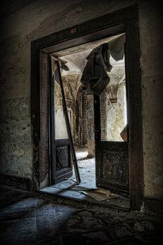 Verlaten klooster van Eugene Driessen