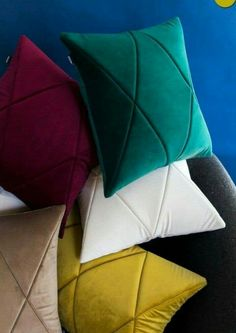 Pillows Landscaping With Rocks Will Spotlight Your Yard Taking a drive around town will reveal yards Bow Pillows, Sewing Pillows, Linen Pillows, Decorative Pillows, Decorative Items, Cushion Cover Designs, Cushion Covers, Pillow Covers, Cushion Embroidery