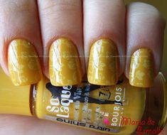 Unhas com Esmalte jaune Trend Bourjois