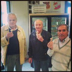 Un bel trio nichelinese che si gustano il gusto Nichelino!  www.albertoandrea.it Ti aspettiamo nella Gelateria AlbertoAndrea a Nichelino in via Torino, 149! Gelati, granite, affogati, sorbetti, semifreddi e molto altro! Vieni a provare il gelato Buono, che non se la tira!