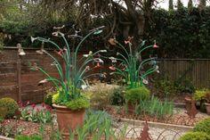 SBG pin of the day! Unusual garden art: rebar + old garden hose + old sprinklers (via fine gardening) Love Garden, Dream Garden, Unique Gardens, Amazing Gardens, Outdoor Art, Outdoor Gardens, Outdoor Stuff, Outdoor Ideas, Gothic Garden
