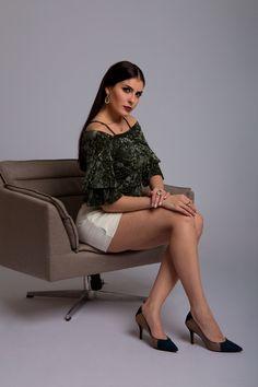 Look para ir ao shopping fina: blusa aveludada, saia justa e scarpin finesse Shoes INBOX. Definitivamente toda mulher precisa ter um scarpin no closet. #SeLigaNaSHOES