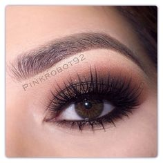 Brown smokey eye look