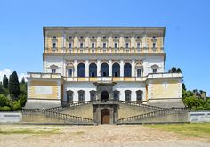 Palazzo Farnese, a Caprarola, in provincia di Viterbo Baroque Architecture, Classical Architecture, Historical Architecture, Palazzo, Reggio, Villas, Italian Villa, Mansions Homes, 16th Century