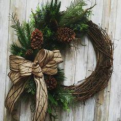Christmas Door Wreaths, Holiday Wreaths, Rustic Christmas, Simple Christmas, Christmas Ornaments, Holiday Decor, Winter Wreaths, Spring Wreaths, Summer Wreath