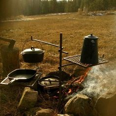 Would you like to go camping? If you would, you may be interested in turning your next camping adventure into a camping vacation. Camping vacations are fun Camping Glamping, Camping Life, Camping Meals, Camping Hacks, Backyard Camping, Camping Gadgets, Minivan Camping, Camping Set, Camping Coffee
