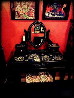 Spitfire interiors Whittier CA. Rockabilly Home Decor, Rockabilly Ideas, Painted Furniture, Home Furniture, Furniture Ideas, Diy Vanity, Vanity Room, Horror Decor, Purple Bedrooms