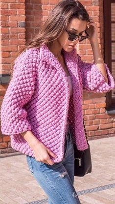 une veste réalisée en nope au tricot A jacket made of knit nope: simple to make, very warm, it's a very pretty knitted jacket in bobs, just what it takes to be warmFabulous Crochet Circular Jacket Free Pattern Ideas 2019 - Page 29 of 36 - hairstylesofwo Crochet Coat, Crochet Cardigan Pattern, Crochet Jacket, Knit Jacket, Crochet Clothes, Vest Pattern, Bikini Fitness Models, Knit Fashion, Dance Fashion