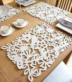 enchanted fretted felt placemats (DIY with a scroll saw or exacto knife and use… Laser Art, 3d Laser, Laser Cut Wood, Laser Cutting, Laser Cut Felt, Laser Cutter Ideas, Laser Cutter Projects, Cnc Projects, Felt Crafts