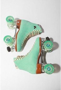A turquoise vintage rollerblades.