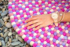 Polecamy przepiękną sesję zdjęciową z dywanem Nina oraz post na blogu autorstwa @pastelowak ! Obowiązkowe dla miłośników różu. Więcej na: http://pastelowakropka.pl/wnetrza/dywany-sukhi #sukhi #sukhirugs #filcowe #rekodzielo #dywany