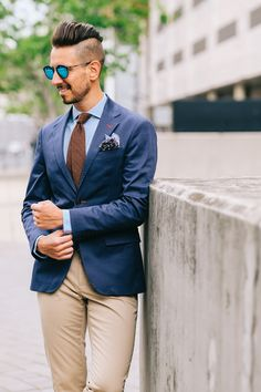 Fancy, Dapper, Men, Smart, Blue Blazer, Ties, Pocket Squares, Sunglasses, Shoes, Leather Shoes, Brown, Black, Buckles, Brogues, Menswear, Mens Style, Fashion, Mens Fashion, Wardrobe, City Style, Close Up, @RayBan, Belts