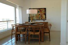 """MARABIERTO - Mesa de comedor """"Grillo""""+ sillas """"Wishbone""""+ Lámpara """"Queso"""""""