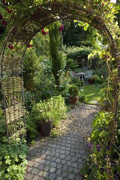 pergola ber die terrasse und mit wein bepflanzen schatten garden and patio pinterest. Black Bedroom Furniture Sets. Home Design Ideas