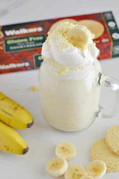 This banana cream pie milkshake is the perfect dessert for those of you who love Thanksgiving pie but don't want to go to all the trouble of making it. You are going to love these classic pie flavors that can be made in minutes. Banana Shake Recipe, Banana Recipes, Shake Recipes, Pie Recipes, Dessert Recipes, Pie Flavors, Thanksgiving Pies, Gluten Free Banana, Banana Cream