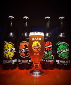 Photo de famille, micro Le Castor Brewing Co. : India session ale, oatmeal stout, Citra Weisse & Yakima IPA.