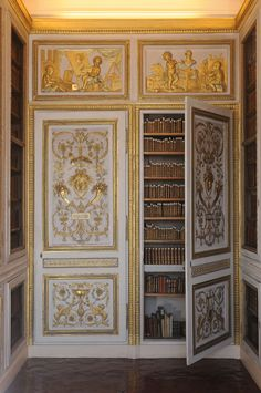58 One of the more intimate corners of Louis XVI's Versailles library. Neoclassical Architecture, Architecture Details, Palace Interior, Baroque Design, French History, Palace Of Versailles, French Interior, Louis Xvi, Eclectic Decor