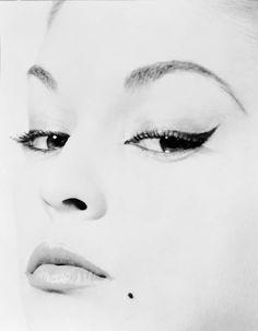 """Erwin Blumenfeld For """"Doe's eye"""" Vogue US cover photograph, January 1st, 1950, (model : Jean Patchett)"""