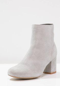 Wildleder Ankle Boots 4