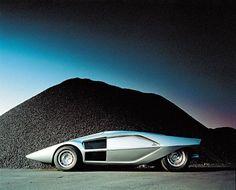 nata come Stratoline,le si attribuisce il metrito di aver ispirato la Lancia Stratos destinata ai rally