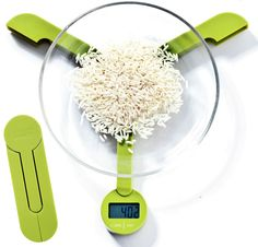 The Joseph Joseph TriScale Compact Folding Digital Scale is a marvel in engineering and design. In its folded form, it takes up as much space as a set of measuring spoons. GetdatGadget.com