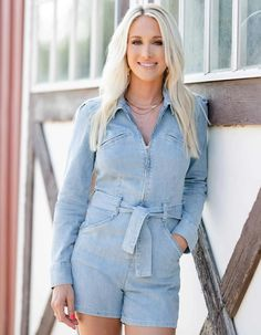 Kirstie Marie Jones of Kirstie Marie Photography caught up with Erin Bradshaw Weiss for an exclusive interview and photoshoot for COWGIRL Magazine... Erin Bradshaw, Reality Tv Stars, Print Magazine, The Crown, Busy Life, Shirt Dress, Cowgirls, Mom, Stylish
