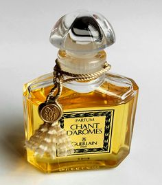 Chant d'Aromes by Guerlain, introduced in 1962, this is the 2005 reissue.