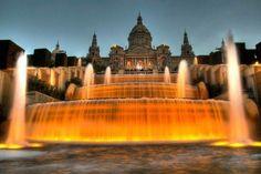que bonita es Barcelona   con sus fuentes