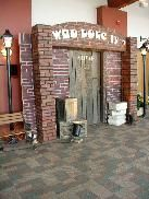 Recreating a back alleyway private club entrance. Speakeasy Party, Gatsby Party, 1940s Party, Roaring 20s Party, Prom 2014, Private Club, Diy Party, Event Planning, Halloween Party