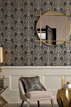 Stylish luxury, opulent yet modern - Art Deco wallpaper Emilia boasts a stunning colour composition. On a dark anthracite background, shimmering go. Wallpaper Art Deco, Gold Wallpaper, Designer Wallpaper, Pattern Wallpaper, Art Deco Curtains, Interiores Art Deco, Arte Art Deco, Tapete Gold, Modern Art Deco