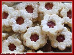 Toto linecké je velmi jemné, křehoučké a výborné!!!:-)... Slovak Recipes, Austrian Recipes, Czech Recipes, Hungarian Recipes, Christmas Sweets, Christmas Candy, Christmas Baking, Christmas Cookies, Mini Cakes