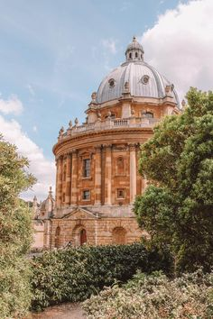 Oxford University boasts many magnificent buildings but which are the best and most beautiful colleges? Here are the top, according to an Oxford student! Oxford Student, Oxford College, Exeter College, Beautiful Architecture, Beautiful Buildings, Beautiful Places, Chinese Architecture, Architecture Office, Futuristic Architecture