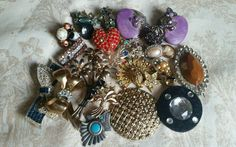 Lot of 25 Pieces of Vintage Costume Jewelry Broken Missing Stones For Crafting