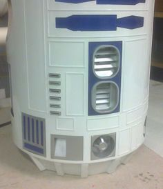 Scratch-Build Lifesize 1:1 R2-D2 Model Diy Robot, R2 D2, Cool Woodworking Projects, Han Solo, Robots, Diy And Crafts, Home Appliances, Building, Model