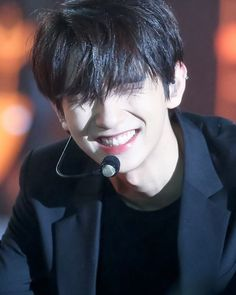 this precious boy has to be protected :)) Woozi, Wonwoo, Jeonghan, Seungkwan, Jisoo Seventeen, Joshua Seventeen, Seventeen Debut, K Pop, Vernon Chwe