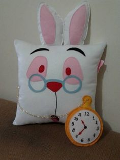 Alice in Wonderland~White Rabbit pillow Cute Pillows, Diy Pillows, Cushions, Throw Pillows, Alice In Wonderland Bedroom, Alice In Wonderland Party, Felt Crafts, Diy And Crafts, Sewing Crafts