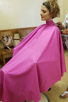 Pink Salon, Blouse Nylon, Bald Girl, Salon Chairs, Nylons, Hairdresser, Haircuts, Stylists, Shampoo
