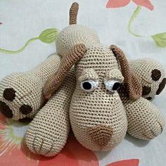 Cachorro em crochê. 25 cm de altura e lavável.