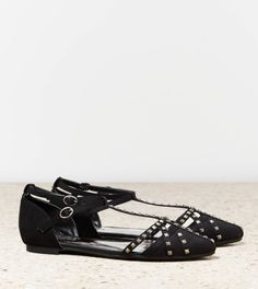 Great little flat it will add a sparkle to your outfit.