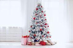 💚❤️🤍 Christmas Images, Christmas Tree, Christmas Backdrops, Under The Mistletoe, Wood Clocks, Holiday Decor, Home Decor, Ideas, Teal Christmas Tree