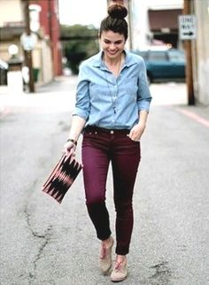 Maroon dress, outfit with burgundy pants, outfit with maroon pants, maroon Outfit Jeans, Skinny Pants Outfits, Burgundy Pants Outfit, Purple Pants, Maroon Dress Outfit, Colored Jeans Outfits, Colored Pants, Casual Work Outfits, Denim Shirts