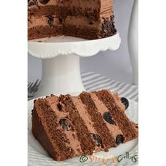 Amarena Cherries & Chocolate Cake 💕 #cakegram #delight #dessert #delicious #chocolatelover #chocolate #cherry #pastrylove #pastrylife #amarena #heavenlydesserts #foodgasm #foodgram #autumn #beauty #beautiful #onthetable #ontheplate #sweet #yummy Chocolate Cherry Cake, Chocolate Desserts, Romanian Desserts, Buttercream Cake, Chocolate Lovers, Cake Recipes, Sweet Treats, Cheesecake, Deserts