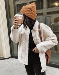 All Over Sherpa Trucker Jacket, Winter Outfits, Teddy coat - neutral outfit - winter style - beanie. Cosy Winter Outfits, Winter Fashion Outfits, Autumn Fashion, Autumn Outfits, Cold Weather Outfits, Cold Weather Style, Holiday Outfits, Winter Wear, Look Winter