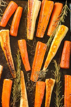 Honey roasted carrots and parsnips with rosemary and thyme - easy to prepare and delicious to eat. The perfect accompaniment to your roast dinner. Roasted Carrots And Parsnips, Honey Glazed Carrots, Roasted Vegetables, Starchy Vegetables, Grilled Veggies, Carrot And Parsnip Recipe, Parsnip Recipes, Christmas Dishes, Recipes