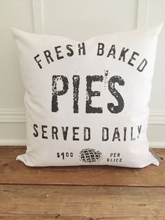 How To Find Your Home Decor Style Fresh Baked Pie Pillow Cover by Kendra.How To Find Your Home Decor Style Fresh Baked Pie Pillow Cover by Kendra Easy Sewing Projects, Sewing Projects For Beginners, Sewing Hacks, Vinyl Projects, Modern Farmhouse Decor, Country Farmhouse, Rustic Decor, Kitchen Modern, Farmhouse Interior