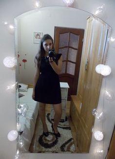 czarna elegancka sukienka M/L z orynalnymi rękawami, mała czarna