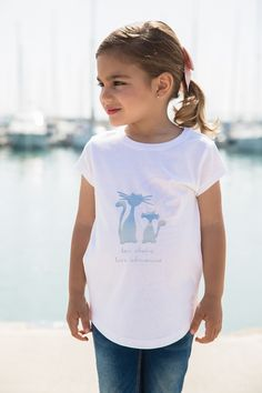 Love Adrienne//Primavera-Verano 17// Spring-Summer 17. Colección camisetas #minime. Camiseta para niña con dibujo de silueta de gatos en color plata. Disponible igual para mujer.